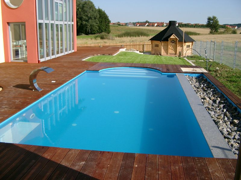 Foto eines rechteckigen Pools